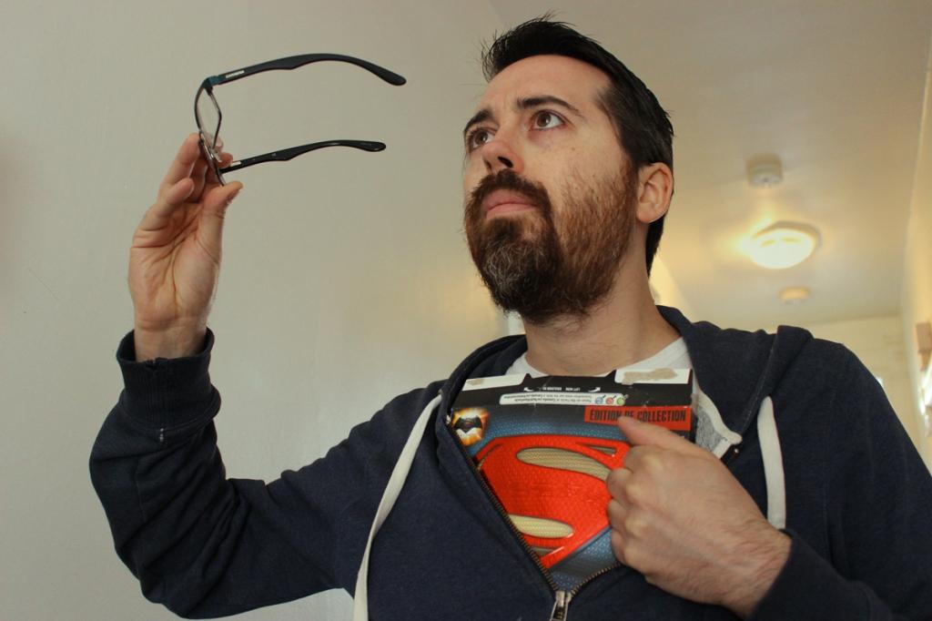 Vous ne me reconnaissez sans doute pas, puisque j'ai enlevé mes lunettes, mais c'est bien moi: Mathieu.