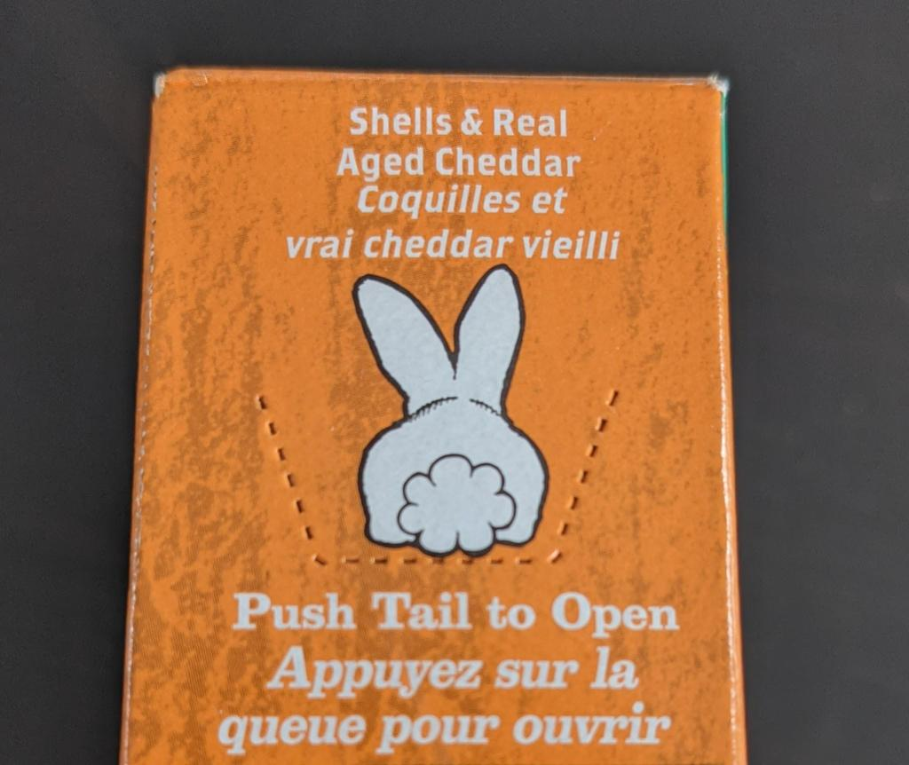 """""""Appuyez sur la queue pour ouvrir"""", dit l'instruction sous un dessin de lapin de dos."""